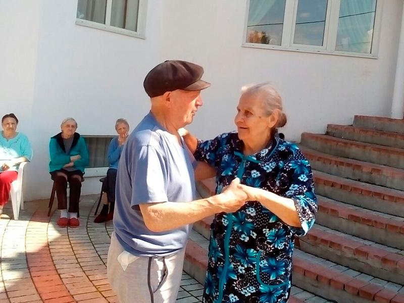 танцы пенсионеров
