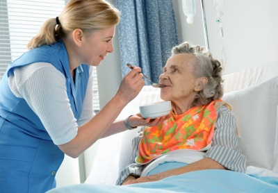 кормление лежачего пациента