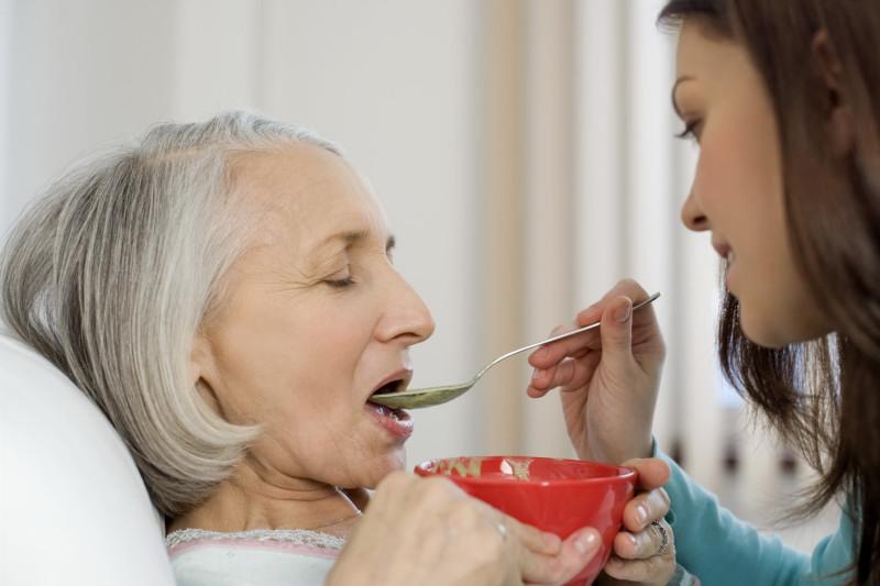 кормление пациента после инсульта